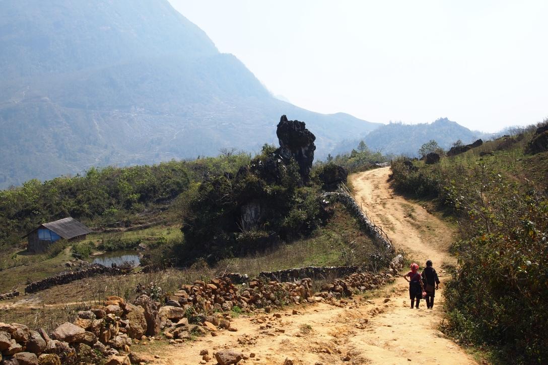 Hmong-Frauen auf der Wanderung