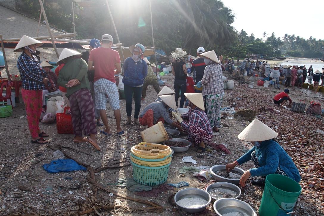 Wie auf einem Basar: der Fischerhafen von Mui Ne.