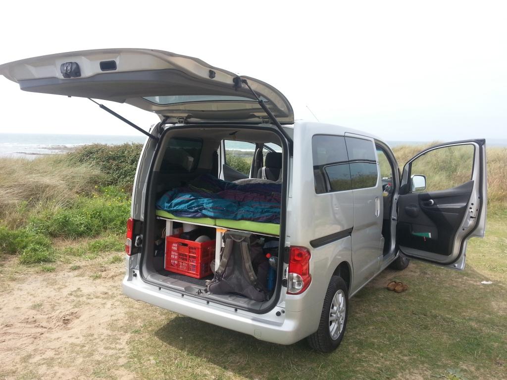 Der Nissan Evalia auf unserer Normandie-Reise 2015. Hier war der Ausbau noch nicht ganz ausgereift.