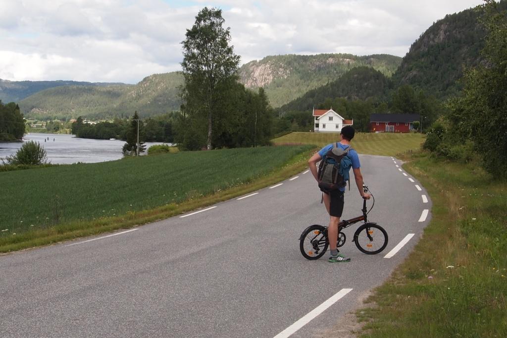 Unterwegs auf Klappfahrrädern am Telemarkkanal.