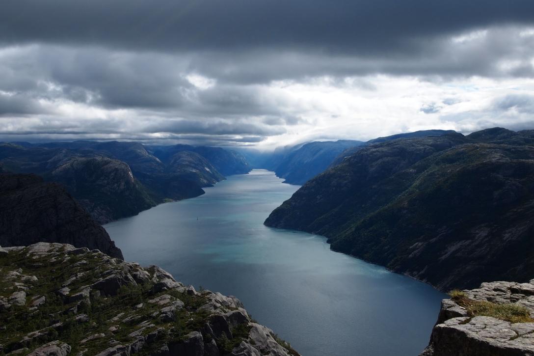 Ausblick vom Preikestolen auf den Lysefjord.